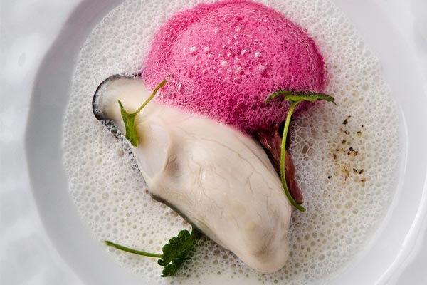 LAstrance-warm-oyster-camembert-beetroot-oxtail-600x400